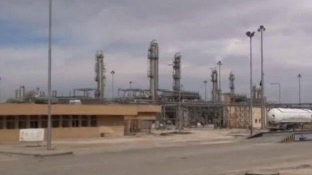 EI se ha beneficiado financieramente de la captura de instalaciones petrolíferas. Esta planta, en Shadadi, Siria, fue recuperada tras ataques aéreos en febrero.