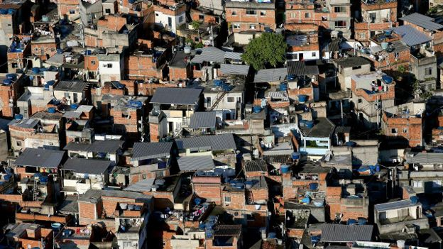 Las autoridades señalaron que la violación ocurrió en una de las favelas de Río de Janeiro.
