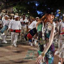 [VIDEO] Así desfiló Chanel su última colección por las calles de La Habana
