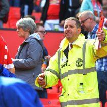 [FOTOS] Evacuan Old Trafford por presencia de paquete sospechoso