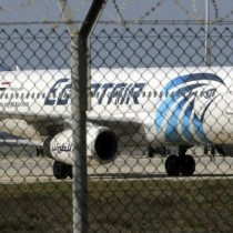 Vuelo de la aerolínea EgyptAir desaparece de su ruta de París a El Cairo