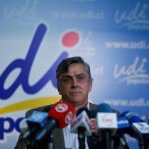 CDE pega tiro de gracia a Longueira y dice que ex ministro fue