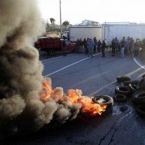 [Galería] Pescadores bloquean la carretera en Maullín, en protesta por bono para paliar la Marea Roja