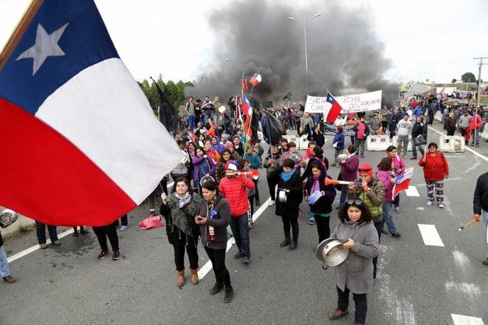 Habitantes de Chiloé exigen que autoridades asuman responsabilidad política por las decisiones que provocaron crisis  de Marea Roja
