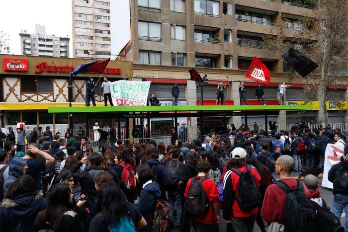 Marcha convocada por la Confech comienza con incidentes aislados