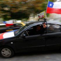 [Fotos] Taxistas protestan contra Uber y entregan carta en La Moneda acusando competencia desleal
