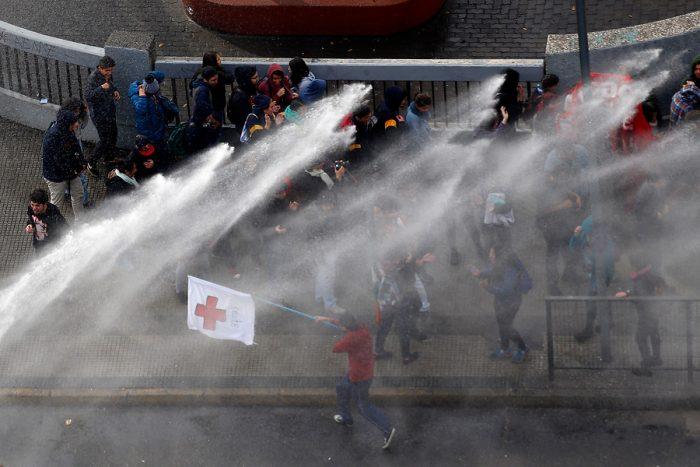 Estudiantes apuntan a mano dura de Burgos durante manifestación: