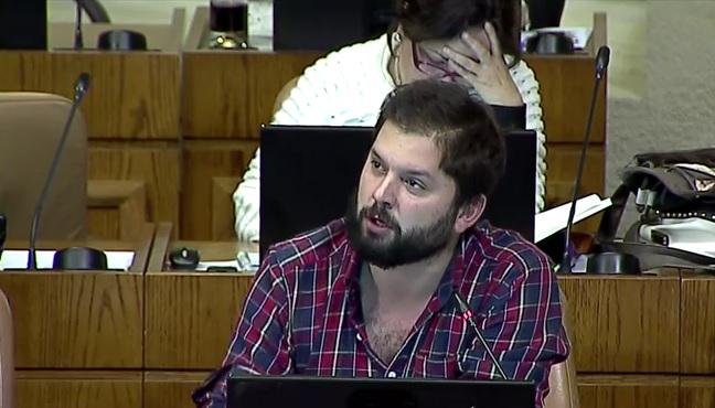 Crisis en Chiloé: Boric apunta a subsecretario de Pesca de Ricardo Lagos que ahora es representante de las salmoneras