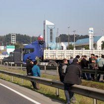 Bachelet llama al diálogo mientras camioneros bloquean Ruta 5 Sur