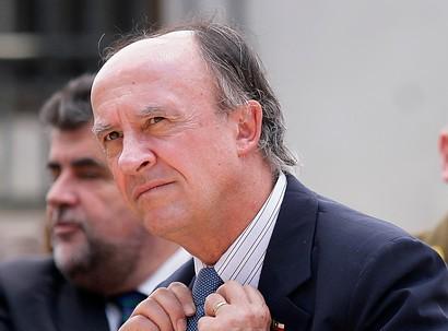 Gonzalo Fuenzalida apunta a Larroulet: