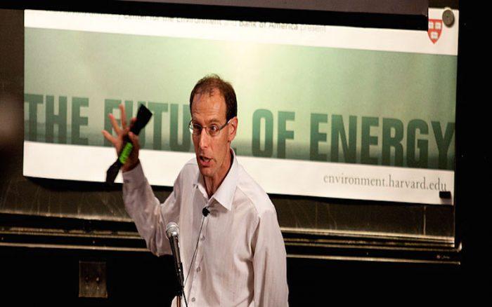 Científico de Harvard que dudaba de la energía solar ve la luz