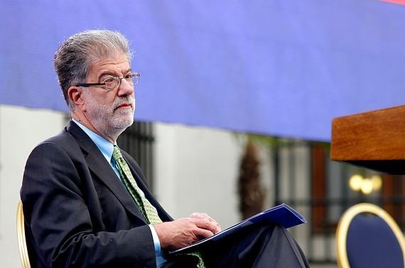 Encuesta Cadem: 60% cree que medidas de Comisión Engel permitirán restablecer confianza en la política