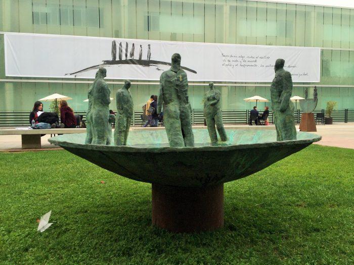 """Exposición """"Lo esencial de lo Humano"""" de Mario Irarrázabal en Campus Los Leones de U. San Sebastián, hasta el 30 de junio. Entrada liberada."""