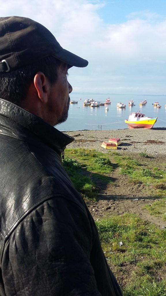 José Hernández observa impotente, cómo el pueblo que los albergó junto a su hermano Juan hace casi 40 años hoy podría desaparecer.