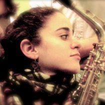 Lihi Haruvi, saxofonista israelí, se presenta gratis en Chile con mensaje de paz