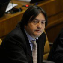 Diputado Tucapel Jiménez pide sanciones en contra de su par Ignacio Urrutia por uso de imagen de Pinochet en plena sesión parlamentaria