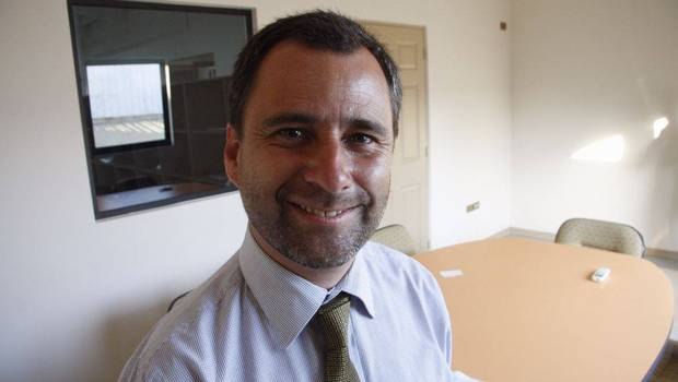 Alcalde de Pinto muere tras volcar la camioneta que conducía