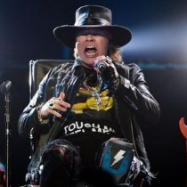 [Video] Prensa alaba el tremendo debut de Axl Rose con AC/DC