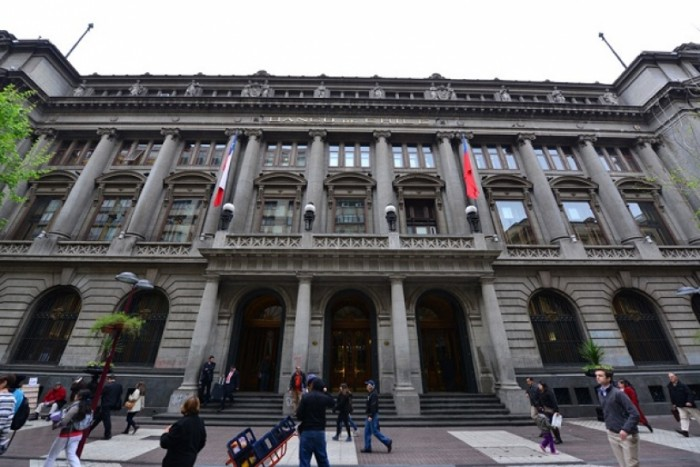 Ebensperger comienza a rugir en Banco de Chile y en un día descabeza la corredora y banca de inversión
