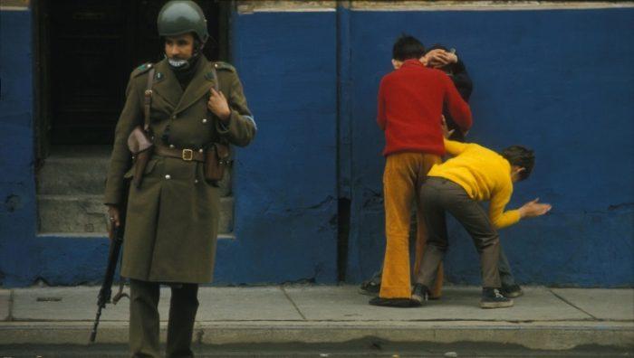 Un instante congelado posgolpe: cuando los niños arrestaban a otros niños
