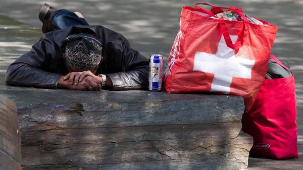 Suiza se debate si pagar a sus ciudadanos US$2.500 ¡para llegar a fin de mes!
