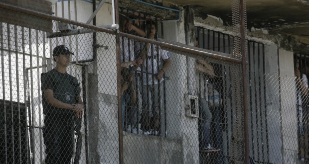 Hacinamiento, maltratos y falta de agua: INDH revela precarias condiciones en cárceles del país