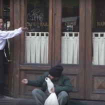[VIDEO] ¿Cómo reaccionamos a la discriminación los chilenos? La nueva campaña del Hogar de Cristo