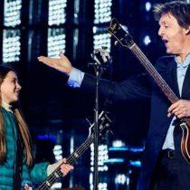 [VIDEO] La niña de 10 años que tocó el bajo con Paul McCartney