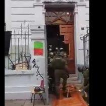 [VIDEO] Violento desalojo del Liceo de Aplicación por parte de Carabineros