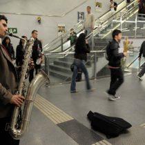 Metro rectifica y elimina disposición que prohibía a músicos tocar canciones de contenido político
