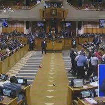 [VIDEO] Pelea campal en Parlamento sudafricano