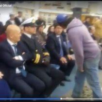 [VIDEO] Lanzan pescados a autoridades en pleno acto de Glorias Navales en Ventanas