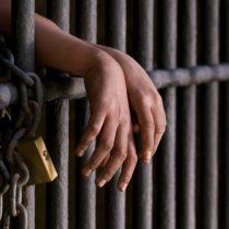En Chile se aísla a los privados de libertad de sus familias