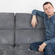 ¿Estás seguro de que sabes cómo levantarte del sofá?