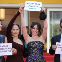 [VIDEO] La protesta de Sonia Braga en Cannes por el impeachment a Dilma Rousseff