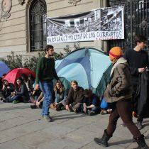 [Galería] Estudiantes levantan campamento en el frontis de la Casa Central de la PUC