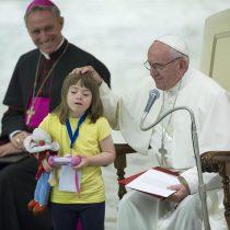 El Papa critica que la sociedad aparte a los discapacitados por no considerarlos