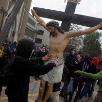 [VIDEO] Así fue como los encapuchados robaron y destruyeron el Cristo de la Iglesia de la Gratitud Nacional