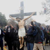 [Fotos] Sin Dios ni Ley: el día que los encapuchados dejaron contra las cuerdas al movimiento estudiantil