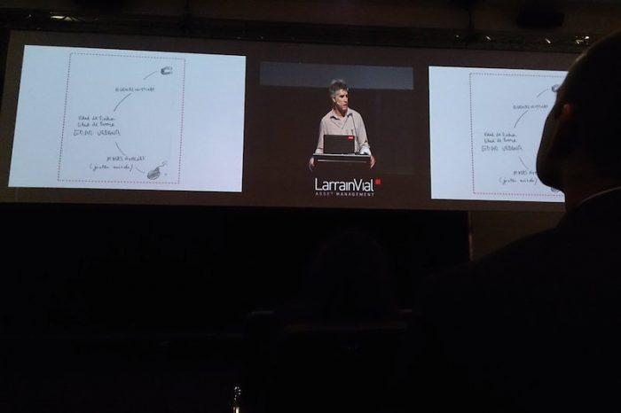 La cúpula de LarrainVial celebró la brillante apuesta de poner al arquitecto Alejando Aravena en su seminario de inversiones en el Rubaiyat