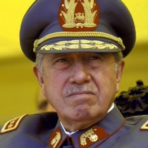 Concejo Municipal de Santiago decide de forma unánime revocar calidad de Hijo Ilustre a Augusto Pinochet
