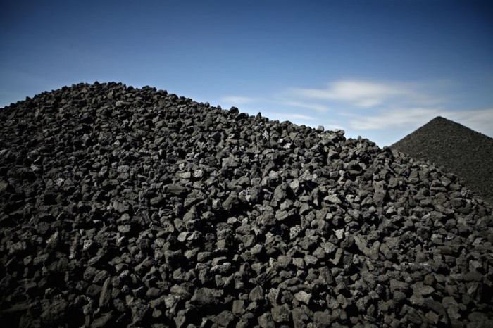 Carbón pierde participación en el mercado ante petróleo barato
