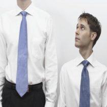 Otro de los beneficios de ser alto: mejor suerte en Tinder y una mayor productividad