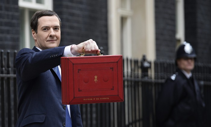 Ministro de economía británico admite que el Reino Unido no podrá alcanzar su objetivo de superávit tras el Brexit