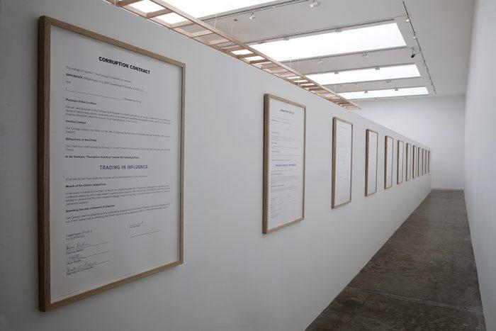El colectivo de arte SUPERFLEX llega al MAC para incitar a la corrupción y alterar el orden social