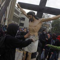 Encapuchados, estereotipos y omnipotencia: Carlos Peña desde su púlpito