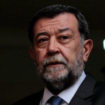 Aleuy sale de escudero ante críticas por querella de Bachelet: