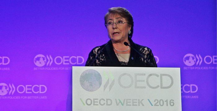 Bachelet furiosa y fuera de control político: preocupación oficialista por error de presentar querella contra Qué Pasa