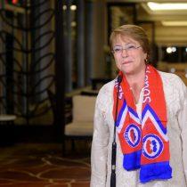 """Bachelet anuncia recibimiento en La Moneda para la Roja y dice estar """"ronca de tanto gritar"""""""