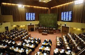Proponen crear comisión que fije sueldos de parlamentarios y altas autoridades del Estado
